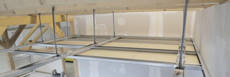 Plafond suspendu Decke abhängen